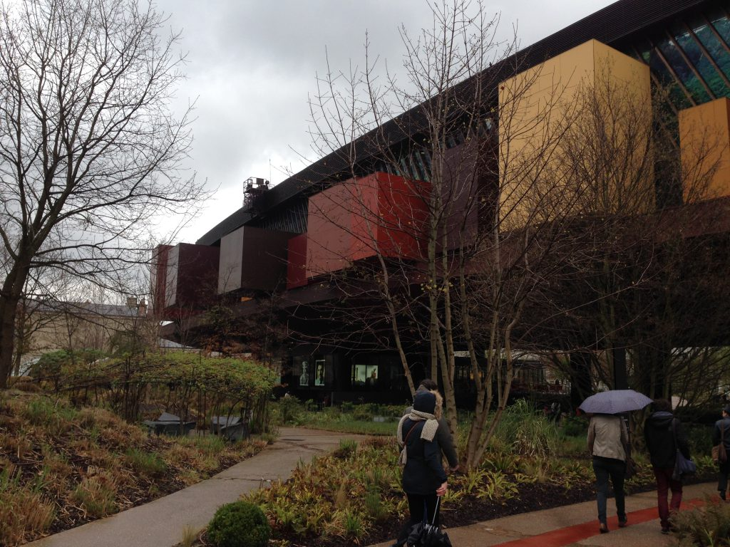 ケ・ブランリー博物館の外観